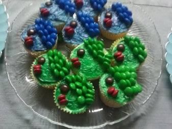 Fishie cupcakes I made for a nautical-themed party, 2012.